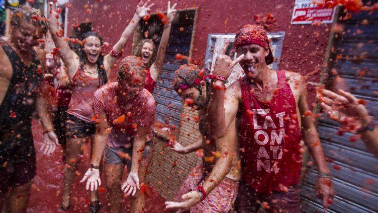Des milliersv de jeunes, mercredi 28 août, à Buñol (Espagne) à une gigantesque bataille de tomates (GABRIEL GALLO / AFP)