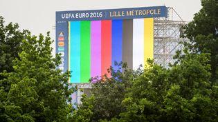 L'écran géant de la fan zone de Lille (Nord), le 5 juin 2016, avant l'Euro de football. (PHILIPPE HUGUEN / AFP)
