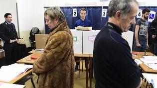Un bureau de vote à Milan en Italie lors des élections législatives le 4 mars. (MIGUEL MEDINA / AFP)