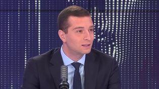 """Jordan Bardella, vice-président du Rassemblement national, était l'invité du """"8h30 franceinfo"""" le 6 septembre 2021. (FRANCEINFO / RADIOFRANCE)"""