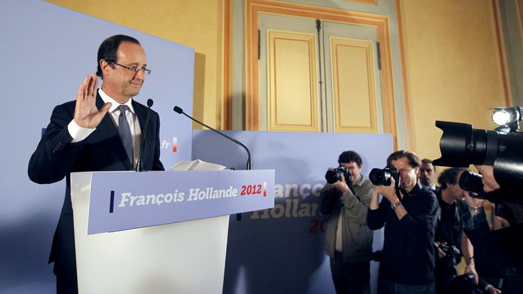 François Hollande, candidat PS à la présidentielle, tient une conférence de presse à Paris, le 9 novembre 2011. (PATRICK KOVARIK /AFP PHOTO)