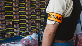 Saisie de cigarettes de contrebande, à Marseille, le 20 juillet 2018. (THEO GIACOMETTI / HANS LUCAS / AFP)