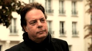Douglas Kennedy à Paris dans le quartier de l'Hôtel du Nord  (France3 / Culturebox)