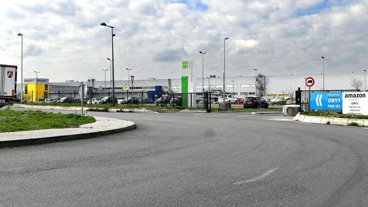 L'entrée du site Amazon de Saran (Loiret), le 18 mars 2020. (MAXPPP)