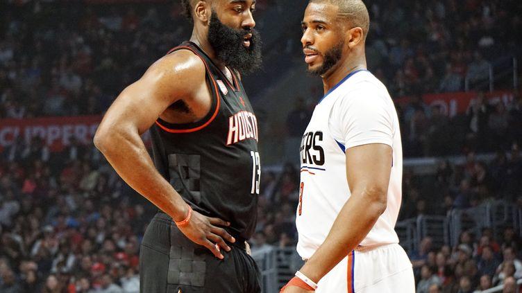 Chris Paul face à James Harden, ce ne sera plus le cas la saison prochaine puisque les deux hommes défendront les mêmes couleurs, celles des Houston Rockets (MINTAHA NESLIHAN EROGLU / ANADOLU AGENCY)