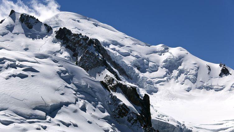 L'une des voies d'ascension du Mont-Blanc (Haute-Savoie), le 22 mai 2019. (PHILIPPE ROY / AFP)