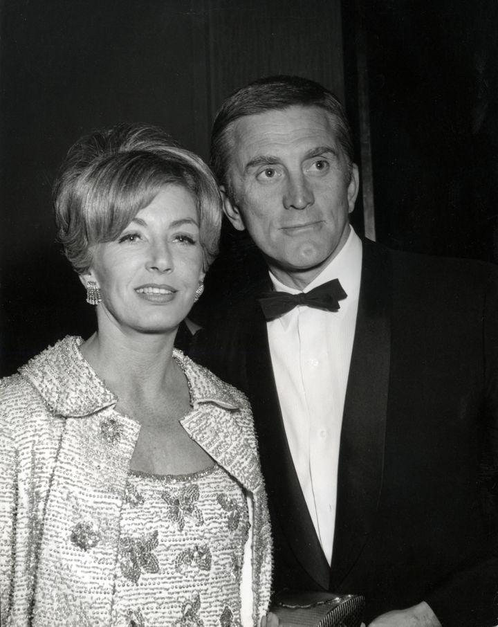 Anne et Kirk Douglas en 1965, 12 ans après leur rencontre. (ARCHIVES DU 7EME ART)