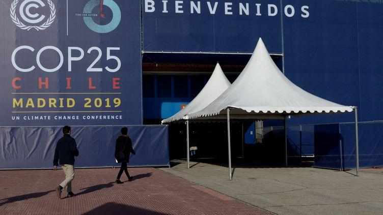 L'entrée de la COP25 au centre d'exposition de Madrid (Espagne), le 3 décembre 2019. (CRISTINA QUICLER / AFP)