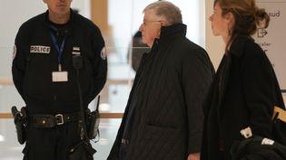 Didier Lombard, l'ancien PDG de France Télécom, arrive au palais de justice de Paris, le 6 mai 2019. (LIONEL BONAVENTURE / AFP)