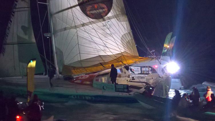 Sébastien Destremau a franchi la ligne d'arrivée du Vendée Globe, dans la nuit du vendredi au samedi 11 mars 2017. (F. MAGNENOU / FRANCEINFO)
