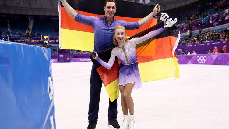 Le patineur Florent Massot,devenu champion olympique et champion du monde en danse de couple pour l'Allemagne, avec sa coéquipière Aljona Savchenko d'origine ukrainienne.  (GETTY IMAGES)