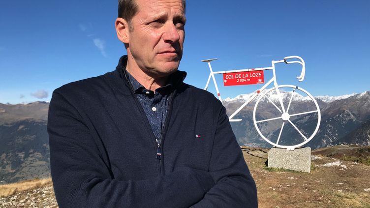 Christian Prudhomme, directeur du Tour de France, présentait le 14 octobre 2019 une nouvelle étape alpine de l'épreuve : le col de la Loze. (FABRICE RIGOBERT / FRANCE-INFO)
