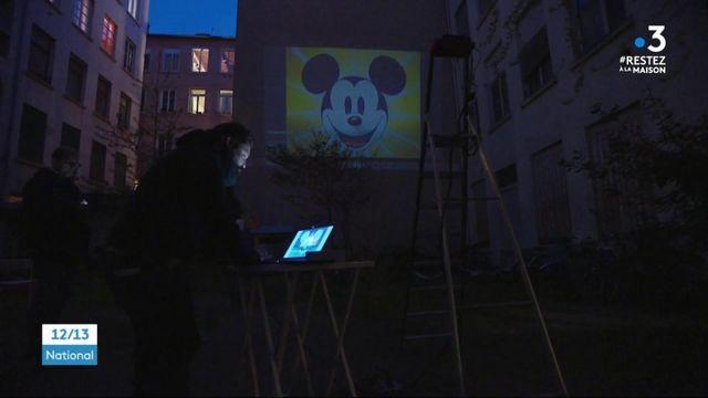 Lyon: des films projetés sur des immeubles pendant le confinement
