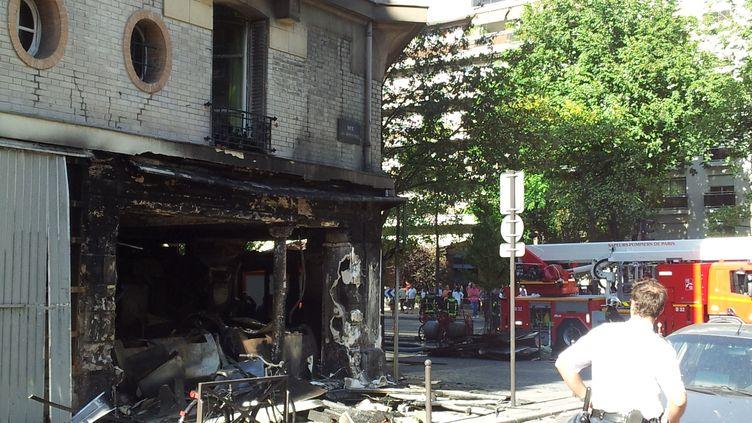 L'agence Point Soleil qui a brûlé lundi 27 août 2012, dans le 13e arrondissement de Paris. (CITIZENSIDE.COM / AFP)