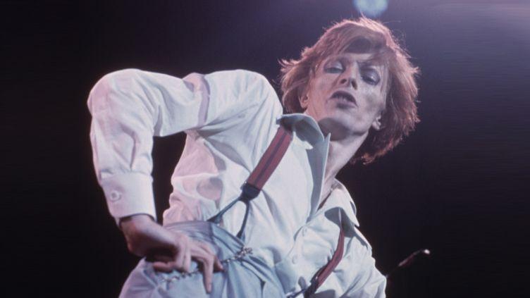 David Bowie à l'Amphitheatre de Los Angeles en octobre 1974.  (Terry O'Neill/Getty Images)