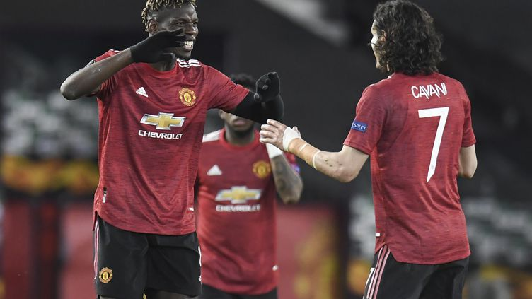 Paul Pogba célèbre son but contre l'AS Roma en demi-finale aller de Ligue Europa le 29 avril 2021. (PETER POWELL / EPA)