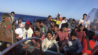 """Migrants recueillis en mer Méditerranée par le navire """"Ocean-Viking"""", le 25 juin 2020. (SHAHZAD ABDUL / AFP)"""