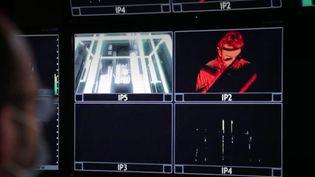 Fêter la nouvelle année en musique avec des concerts virtuels, c'est possible. De nombreux artistes innovent avec des spectacles en direct, par écrans interposés. C'est le cas de Jean-Michel Jarre, rencontré par France Télévisions, jeudi 31 décembre. (FRANCE 3)