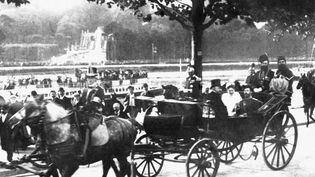 Le tsar Nicolas II de Russie avec son épouse Alexandra Fédorovna à Paris, avec le présidant de la république Félix Faure, en 1896. (API / GAMMA-RAPHO / GETTY IMAGES)