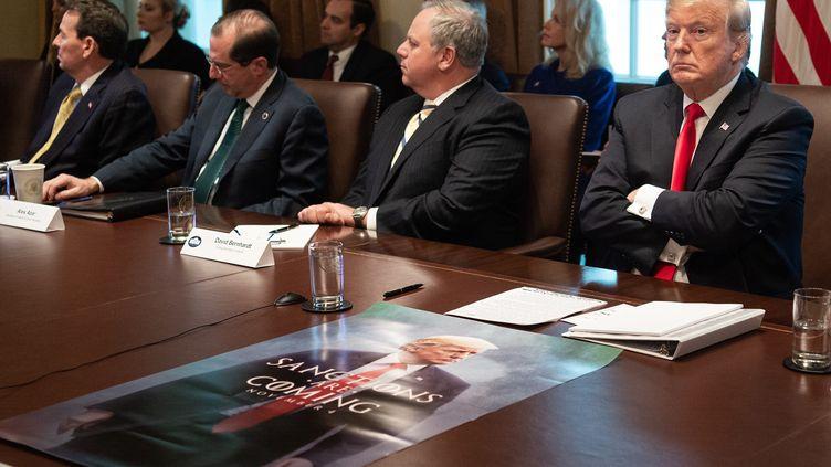 """""""Si les démocrates accordent [au Président le budget pour le mur mexicain], ce sera une victoire politique majeure qui pourrait favoriser la réélection de Donald Trump en 2020"""", selon le chercheur Jean-Éric Branaa(à la Maison Blanche, 2 janvier 2019). (NICHOLAS KAMM / AFP)"""