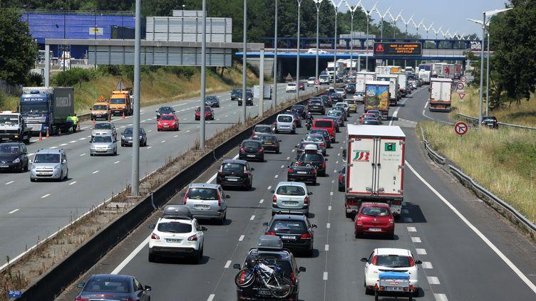 L'autoroute près de Bordeaux (Gironde), le 13 juillet 2013. (NICOLAS TUCAT / AFP)