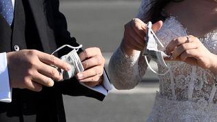 En 2020, 40000mariages ont été annulés en France à cause de la pandémie de Covid-19. (FRANCK FIFE / AFP)