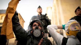 Une manifestation se déroule, mardi 1er octobre, à Rouen, à la suite de l'incendie, jeudi 26 septembre, de l'usine Lubrizol, un site classé Seveso. (LOU BENOIST / AFP)