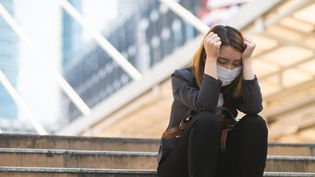 Depuis fin octobre 2020, les troubles dépressifs et anxieux ne baissent plus selon Santé publique France. (KIYOSHI HIJIKI / MOMENT RF)