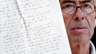 Le juge Lambert et des extraots de ses lettres posthumes. Photomontage. (ALEXANDRE MARCHI / MAXPPP)