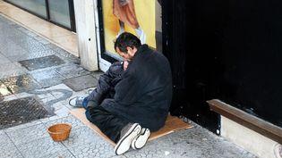 Les sans-abri ne souffrent pas seulement du froid, mais de la vie dans la rue. (SEBASTIEN JARRY / MAXPPP)