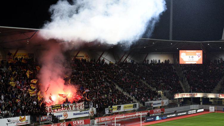 Les supporters de l'AS Nancy-Lorraine, au stade Marcel Picot, lors du derby contre le FC Metz, le 10 mai 2019. (ALEXANDRE MARCHI / MAXPPP)