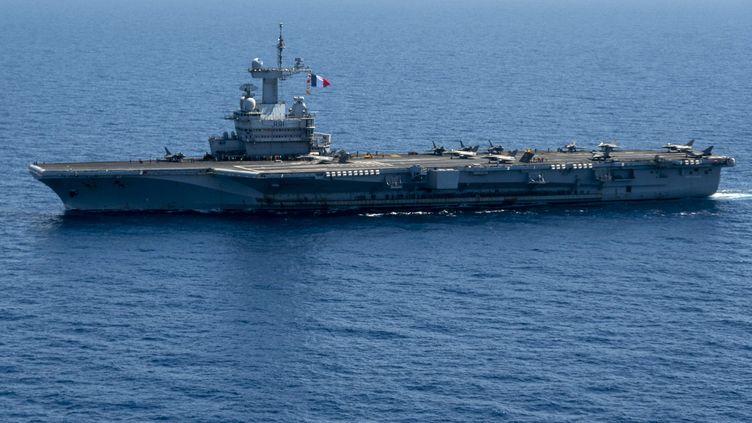 """Le porte-avions """"Charles-de-Gaulle"""", le 3 juin 2021, au large de Toulon (Var). (CHRISTOPHE SIMON / AFP)"""