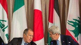 Le ministre russe des Affaires étrangères (à gauche) Sergei Lavrov et le secrétaire d'Etat américain John Kerry à New York, le 22 septembre 2016. (BRYAN R. SMITH / AFP)