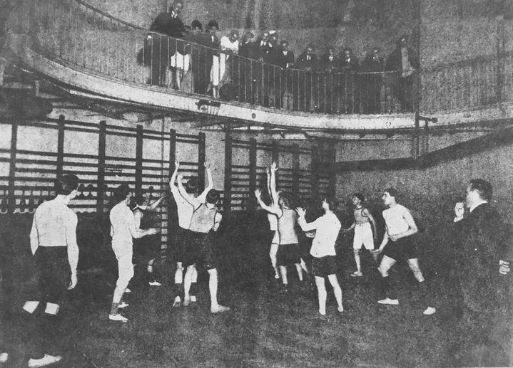 Le gymnase de la YMCA de la rue Trévise à Paris en 1902 (YMCA-UCJG de Paris)