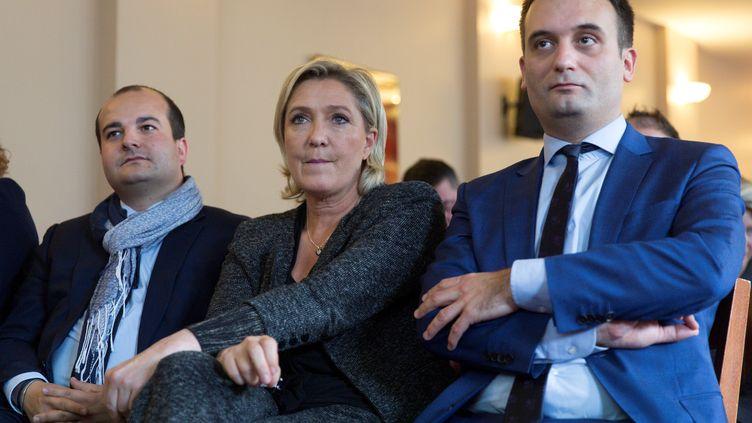 Le maire frontistede Fréjus David Rachline, la présidente du FN Marine Le Pen, et l'ex-vice-président du parti Florian Philippot, le 20 octobre 2016 à Paris. (GEOFFROY VAN DER HASSELT / ANADOLU AGENCY / AFP)