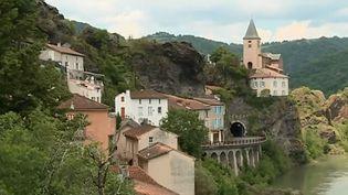 """Le village d'Ambialet, dans le Tarn, a reçu le label """"Petite cité de caractère"""". (FRANCE 3)"""
