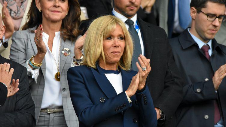Brigitte Macron lors du match des Bleues face aux Sud-Coréennes, lors la Coupe du monde féminine de footb, au Parc des princes, à Paris, le 7 juin 2019. (ANTOINE MASSINON / A2M SPORT CONSULTING / AFP)