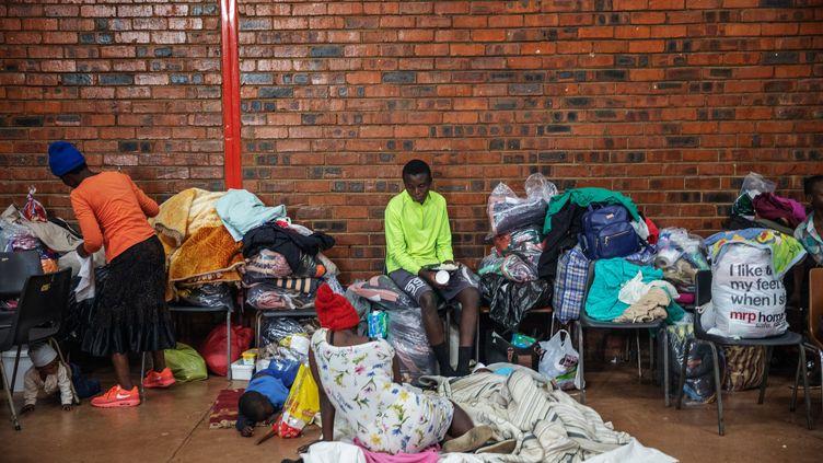 Des personnes hébergées à Johannesburg après des incidents anti-étrangers. Le 9 septembre 2019 (MICHELE SPATARI / AFP)