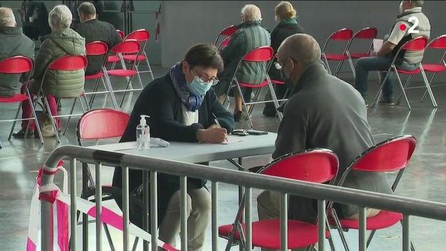 Vaccin contre le Covid-19 : 400 000 nouveaux salariés prioritaires