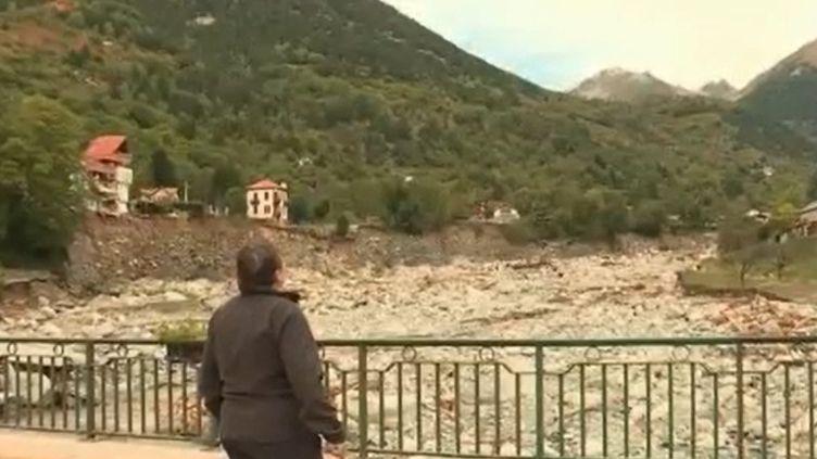 Mercredi 7 octobre, 55 communes ont été touchées par la tempête Alex. De nombreux habitants ont tout perdu. Une équipe de la rédaction du 13 Heures a rencontré une sinistrée de Saint-Martin-Vésubie (Alpes-Maritimes). (FRANCE 2)
