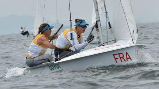 Camille Lecointre et Aloïse Atornaz lors d'une compétition de 470 pour les sélections des Jeux olympiques de Tokyo, au Japon, le 21 août 2019. (KAZUHIRO NOGI / AFP)