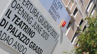 Une affiche annonce l'ouverture en juin 2013 du Teatrino rénové, à Venise (29/8/2012)  (Marco Sabadih / AFP)