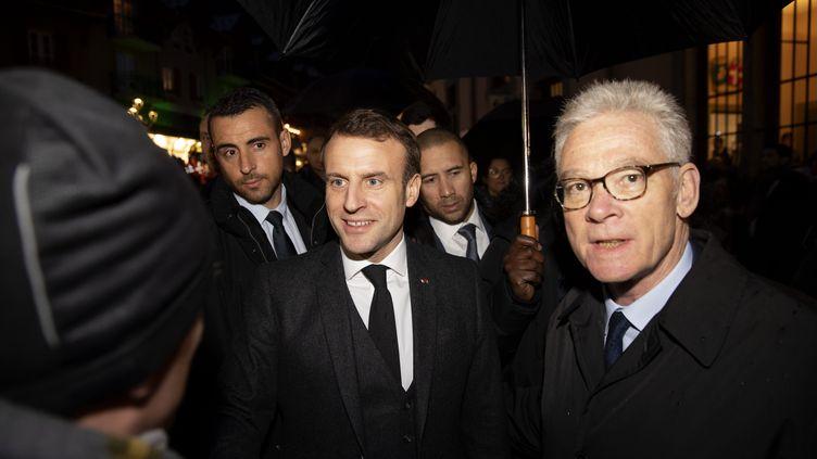 Emmanuel Macron et Jean-Marc Peillex, le maire de Saint-Gervais, le 13 février 2020 en Haute-Savoie. (GR?GORY YETCHMENIZA / MAXPPP)