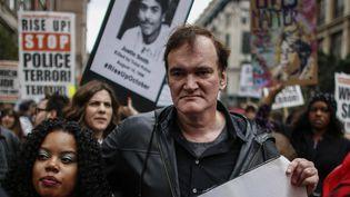 Quentin Tarantino le 24 octobre à New York dans le cortège manifestant contre les violences policières.  (KENA BETANCUR / GETTY IMAGES NORTH AMERICA / AFP)