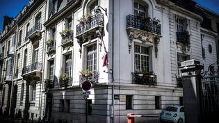L'ambassade du Liban à Paris, le 5 août 2020 (photo d'illustration). (STEPHANE DE SAKUTIN / AFP)