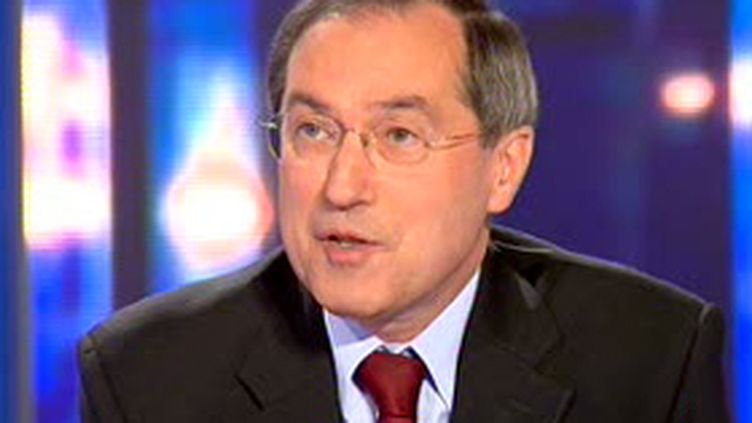 Claude Guéant, secrétaire général de l'Elysée, au 20 heures de France 2 (24/07/2007). (© France 2)