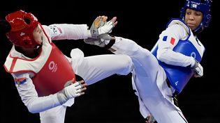 Althéa Laurin face à Milica Mandic (en rouge) lors de sa demi-finale aux Jeux olympiques, le 27 juillet 2021 à Tokyo. (JAVIER SORIANO / AFP)