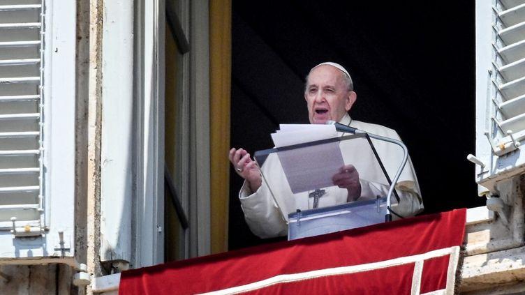 Le pape François place Saint-Pierre, au Vatican, le 9 mai 2021. (VINCENZO PINTO / AFP)