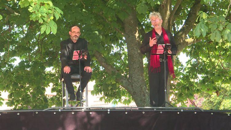 """La compagnie """"Théâtre en pièces"""" propose des lectures théâtralisées (France 3 Centre Val-de-Loire)"""