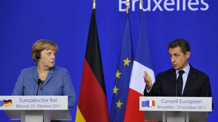 Angela Merkel et Nicolas Sarkozy lors du sommet de Bruxelles, le 23 octobre. (ERIC FEFERBERG / AFP)